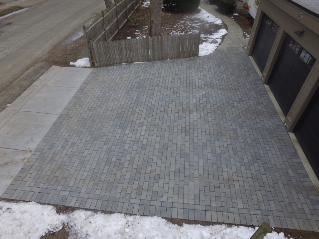 Lenk's permeable driveway from above / Anne-Marie Lambert